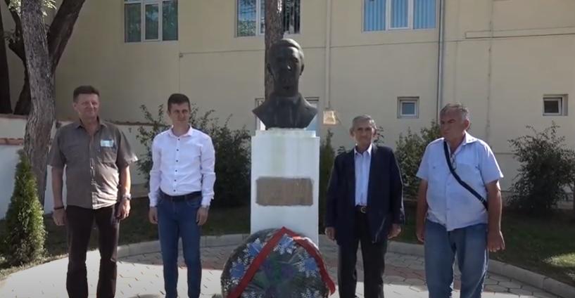 Dana opštine Žagubica položeni venci i cveće na spomen obeležja NOB-a